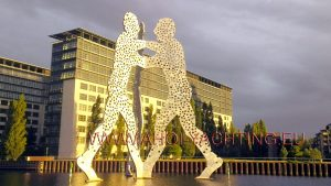 Molecule Man Berlin - East harbour